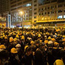 Per protestus Honkonge – vienos nusikaltėlių grupės smurtas