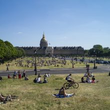 Paryžiaus parkai vėl laukia lankytojų