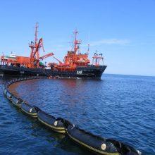 Uosto akvatorijoje tęsiami taršos likvidavimo darbai