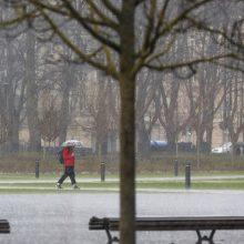 Artimiausiomis dienomis – lietus ir mažesnė šiluma