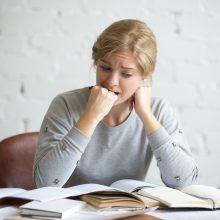 Dauguma studentų patiria stiprų stresą, beveik kas trečias – panikos atakas