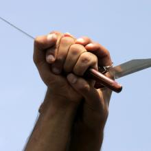 Šilutėje du neblaivūs vyrai sumušė ir peiliu sužalojo vyrą