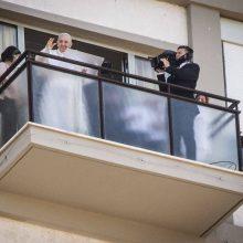 Popiežius po operacijos praleis dar kelias dienas ligoninėje