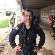 Gaisrą Alytuje gesinęs ugniagesys:teko 20 metrų aukštyje kapoti ugnies slibino galvas