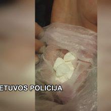 Kratų metu klaipėdiečių bute rasta kone kilogramas kanapių, amfetamino ir kokaino