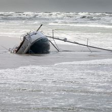Atomazga: Klaipėdoje apvirtusios jachtos išgyvenusieji paguldyti į ligoninę