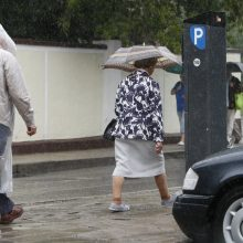 Stebina permainingi orai: griaudėjo perkūnija, pažiro kruša
