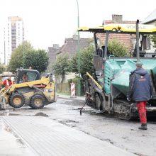 Gyventojai apstulbę – asfaltą klojo į balą?