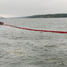 Klaipėdos uosto akvatorijos pietinėje dalyje pastebėta plona teršalų dėmė