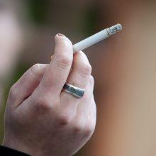 Vyriausybės išvada dėl draudimo rūkyti balkonuose – kitą savaitę