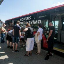Kitą savaitę skiepų autobusas lauks aštuoniose stotelėse, kai kurie galės gauti ir trečią dozę
