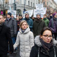 Tūkstančiai žmonių mitinge reikalavo didesnių algų mokytojams
