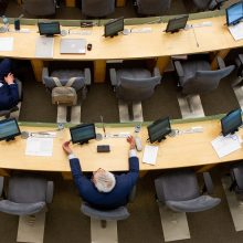 Nepavykus referendumui, valdantieji vėl bando sumažinti parlamentarų skaičių