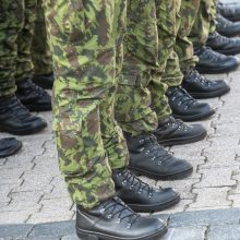Gerėjant pandemijos situacijai kariuomenėje mažėja apribojimų