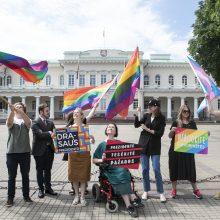 LGBT bendruomenė paragino prezidentą įsisegti vaivorykštės spalvų ženklelį