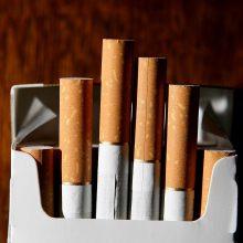 Niekada nerūkęs vyras ant cigarečių pakelio rado savo amputuotos kojos nuotrauką