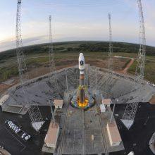 """Bendrovė """"Arianespace"""" vėl atidėjo 53 komercinių palydovų iškėlimą"""