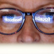 """Prieš rinkimus """"Facebook"""" pradeda faktų tikrinimo kampaniją ir Lietuvoje"""