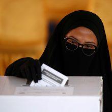 Indonezijoje skaičiuodami balsus dėl pervargimo mirė beveik 100 žmonių