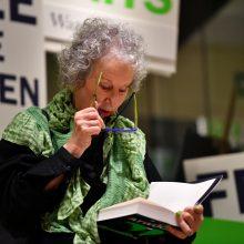 """M. Atwood pristatė milžiniško populiarumo sulaukusio """"Tarnaitės pasakojimo"""" tęsinį"""