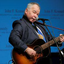 Nuo COVID-19 komplikacijų mirė JAV folkmuzikos legenda J. Prine'as