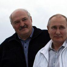 """V. Putinas sako neturįs pagrindo netikėti A. Lukašenkos pareiškimais dėl """"Ryanair"""" lėktuvo"""