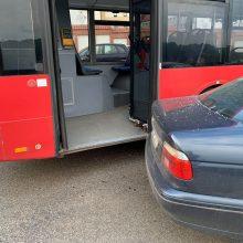 Kaune – masinė avarija: autobusas kliudė BMW, šis – kitas mašinas
