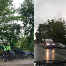 Iš komos pabudusi BMW vairuotoja ieško avarijos liudininkų