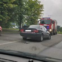 Kovo 11-osios gatvėje – avarija, vienas vairuotojas pasišalino iš įvykio vietos