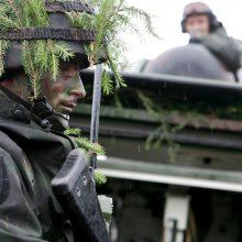 Karo tarnybos kasmet bando išvengti apie 8 tūkst. jaunuolių