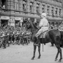 Generolas G. Manerheimas priima Baltųjų suomių kariuomenės pergalės paradą. 1918 m.