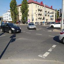 Vilniuje – pavežėjo avarija, į ligoninę išvežti du suaugusieji ir nepilnametė