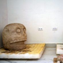 Archeologai atrado šventyklą dievui, garbintam nudiriant odą aukoms