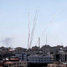 Iš Gazos Ruožo paleidus dešimtis raketų Izraelis sudavė atsakomųjų smūgių