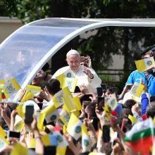 Popiežius pabėgėliams: jūs nešate žmonijos kryžių