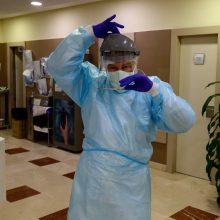 Koronavirusas nustatytas 220 medikų, 51 iš jų yra pasveikęs