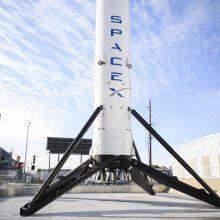 """""""SpaceX"""" raketa iškėlė į orbitą 51 palydovą"""