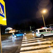 Kaune kario vairuojamas automobilis partrenkė moterį