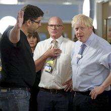JK premjeras B. Johnsonas ligoninėje susidūrė su įpykusiu tėvu