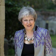 JK parlamentui grįžus po Velykų atostogų Th. May vėl susidūrė su kritika