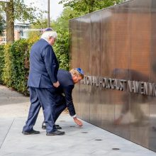 Nyderlanduose atidengtas Holokausto memorialas