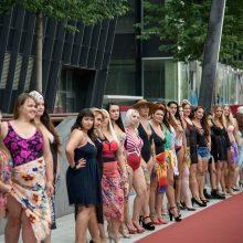 Į eterį grįžta plius dydžio modelių šou: merginos vyks į egzotišką užsienio šalį