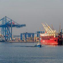 Klaipėdos jūrų uoste vėjas rimsta, bet laivyba teberibojama