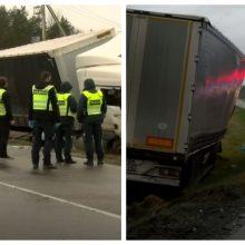 """Švenčionių rajone – tragiška """"Audi"""" ir sunkvežimio avarija: žuvo du žmonės"""