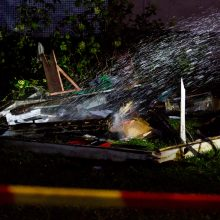 Įmonės teritorijoje įsiplieskė gaisras: liepsnos apgadino nemažai turto