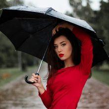 Orai: stulbinantį karštį vietomis gesins trumpi krituliai