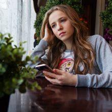 Amžiaus rykšte vadinamos psichikos ligos: medikai rekomenduoja kompleksinį gydymą