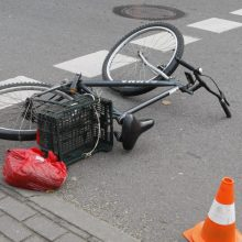 Pėsčiųjų perėjoje dviratininkas pakliuvo po BMW ratais