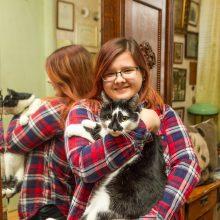 Dainos dukters Jūros širdelė labiau linkusi prie namuose gyvenančių kačių nei šunų.