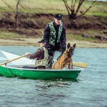Trise valtyje, įskaitant šunį, arba Apie nosimi dirbančius šunis